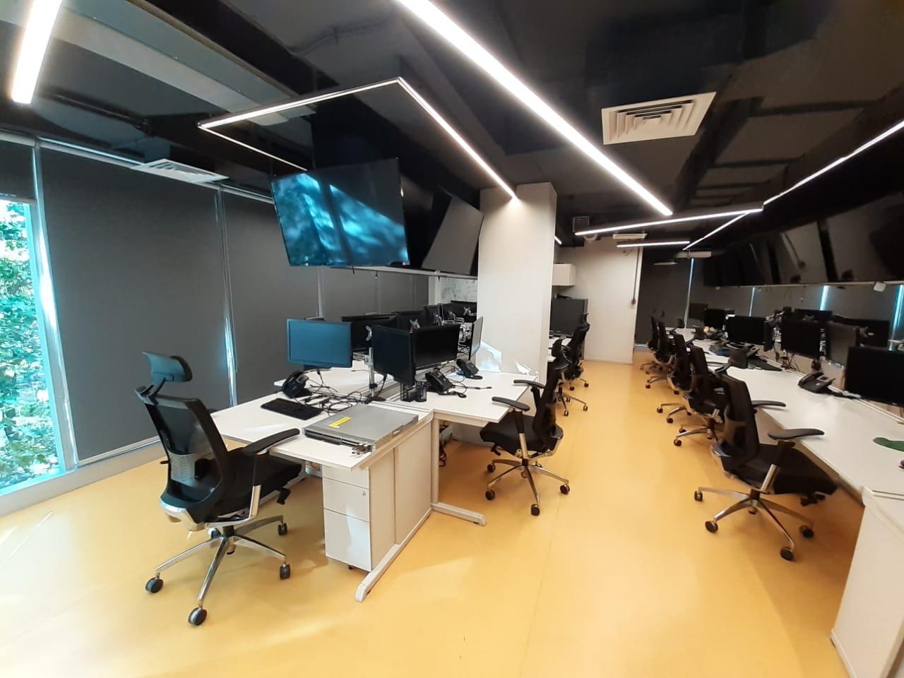 Se arrienda gran oficina habilitada en excelente ubicación en Providencia